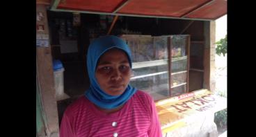 Bantu Ibu Aam Menambah Modal Warungnya