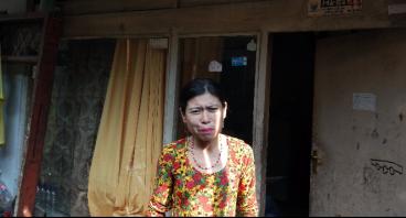Bantu Ibu Titing Therapi Anaknya Yang Sakit Polio