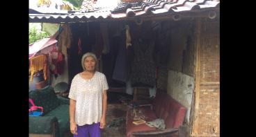 Renovasi Rumah dan Listrik Untuk Ibu Imi