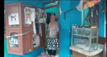 Bantu Ibu Mariati Mengembangkan Usaha Warungnya