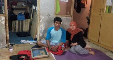Bantu Kang Cecep Produksi Kaos Bandungnya Sendiri