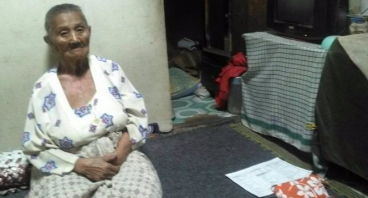 Bantu Mami Konah Renovasi Rumahnya Di Usia Senja