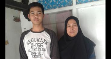 Bantu Ibu Ratna Ningsih Membiayai Pendidikan Anak