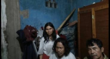 Supriyatin Kerja Di Pabrik Kerupuk Demi Keluarga