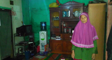 Bantu Jompo Rukmini untuk Penyakit Matanya dan Ren