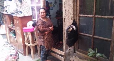 Bantu Ibu Neni Menghidupi Keempat Anaknya