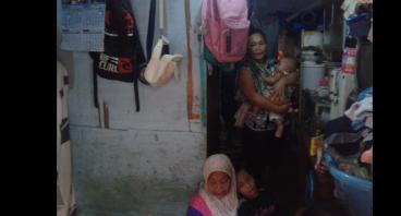 Bantu Ibu Ijah Membiayai Anak-anaknya sekolah