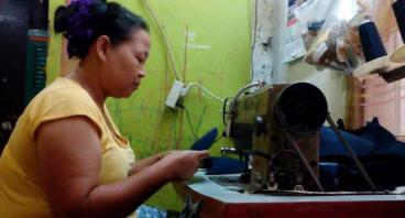 Bantu Bu Ai Membeli Mesin Obras Untuk Jahit