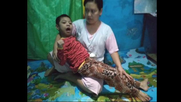 Divonis Lumpuh, Bantu Bu Farida Obati Anaknya
