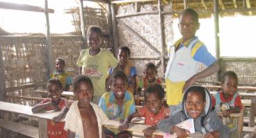 Donasi Perlengkapan Sekolah di Pedalaman Papua