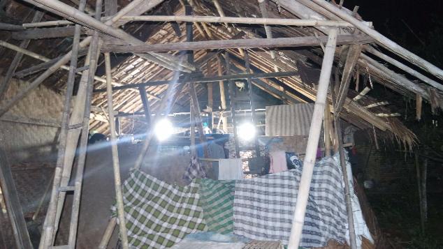 12 Jiwa Hidup dalam Satu Rumah Reot & Tanpa Kamar