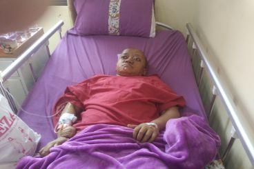 Desi Ingin melihat Kembali dan sembuh dari Tumor