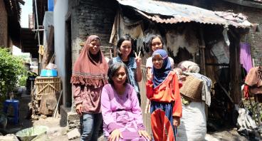 Bantu Rini Melanjutkan Sekolahnya