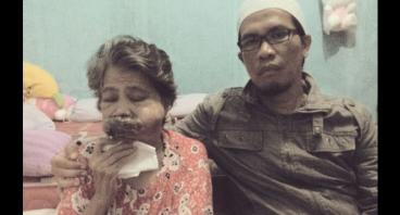 Derita Ibu Eni Rohaeni Penderita Tumor Mulut