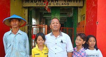 Bangun Sekolah Untuk Anak Nelayan di Teluk Lampung