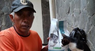 Bantu Pak Asep dan Kucing-Kucingnya