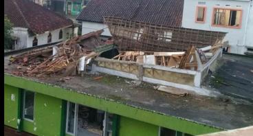 Perbaikan Mesjid Al-Kautsar Pasca Gempa Jawa Barat