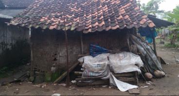 Renovasi Rumah Ibu Sipon yang hidup sebatang kara