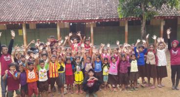 Ulang Tahun Iik Bantu Banten Mengajar