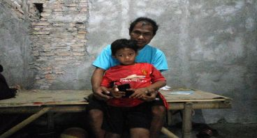 Bantu Pak Parjo Melukis Mimpi Fadil