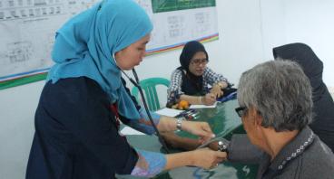 Bantu Warga dengan Pengobatan & Layanan Kesehatan