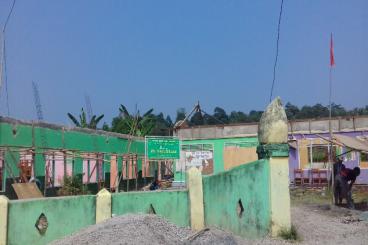 Membangun sekolah Yatim Piatu yang rusak Oleh gemp