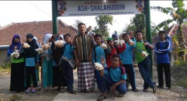 Dukung Sekolah & Asrama Bagi Santri Yatim Cililin