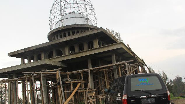 Bangun Masjid di Bukit Bromo