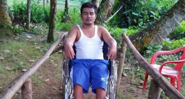 Bantu Eki yang Sudah Lumpuh Selama 2 Tahun