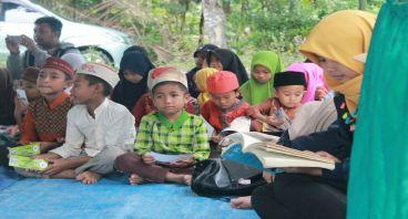Bantu Peralatan sekolah untuk anak yatim-piatu