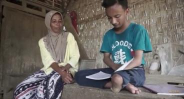 Bantu Anak Yatim di Pelosok Desa Bersekolah