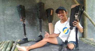 Bantu Budi Memproduksi Kaki-kaki Palsu