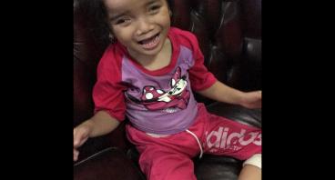 Bantu Sheza berjalan & tersenyum!