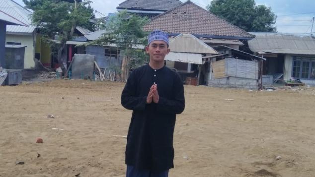 Bantu Lalu Abdul Humam mendirikan rumah kembali