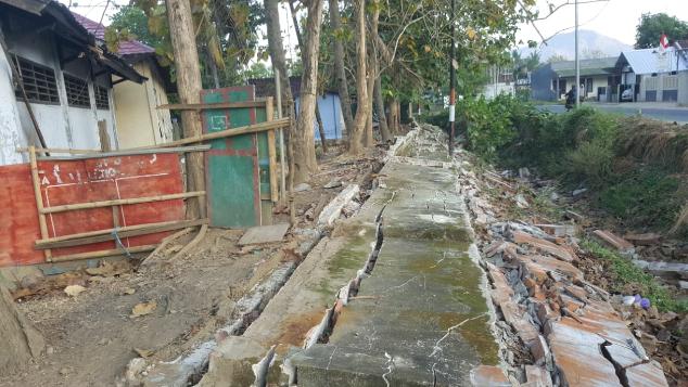 Bantu Renovasi PesantrenAl-Ikhlas Akibat Gempa6.9