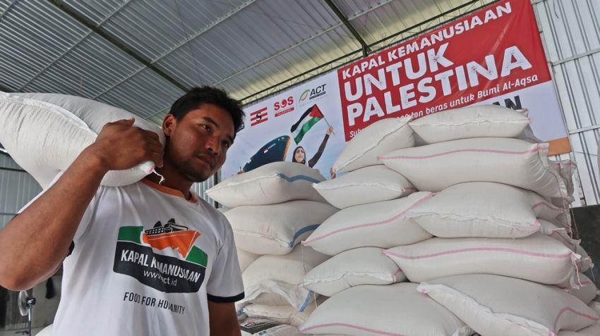 Mengangkut Beras untuk Palestina