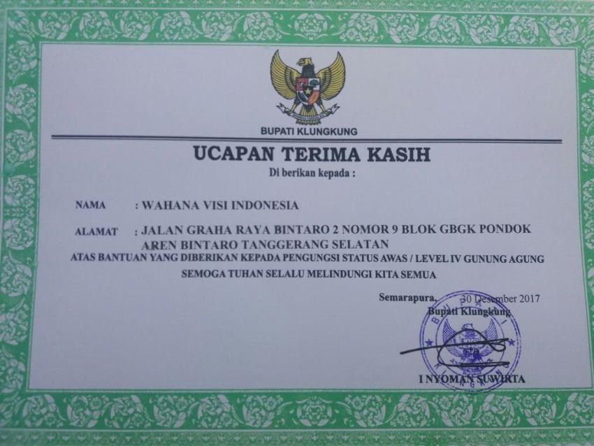 Penghargaan Bupati Klungkung bagi Wahana Visi Indonesia untuk aksi tanggap darurat Gunung Agung.